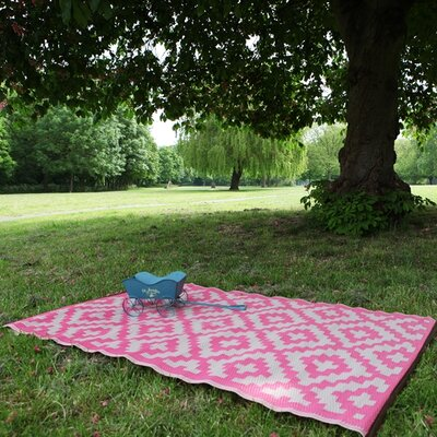Nirvana Pink/White Indoor/Outdoor Area Rug Rug Size: 5 x 8