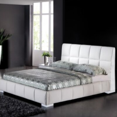 Figaro Queen Upholstered Platform Bed Finish: White