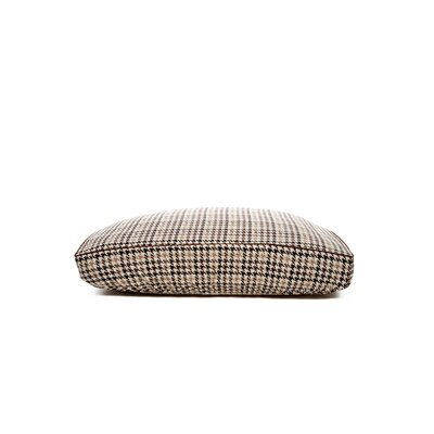 Deluxe Houndstooth Dog Bed Cover Size: Large (26 L x 34 W)