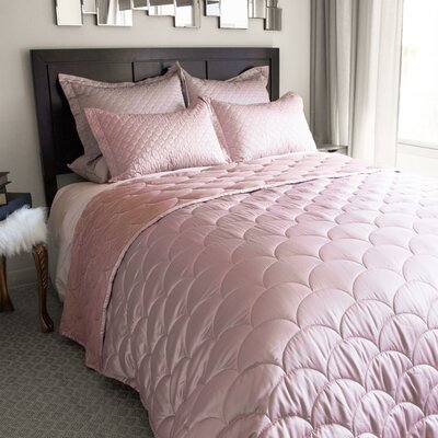 Down Alternative Blanket Size: King, Color: Rose Gold
