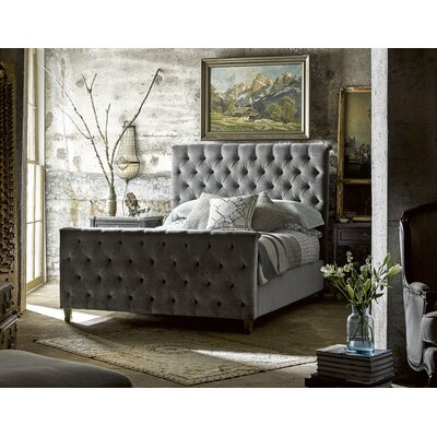 Wellison Panel Customizable Bedroom Set