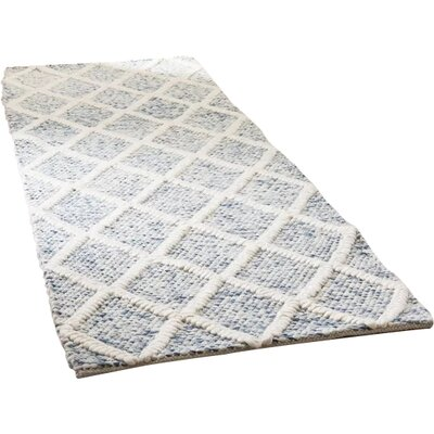 Billie Hand-Tufted Ivory/Blue Area Rug Rug Size: Runner 2'3