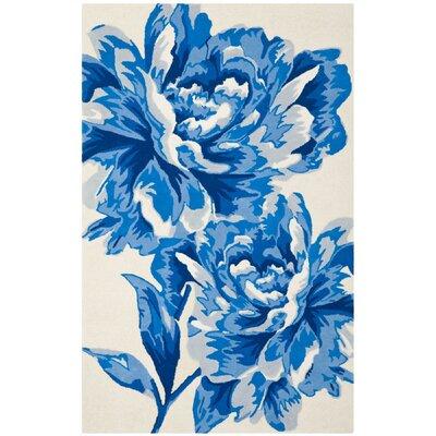 Ivory / Blue Floral Rug Rug Size: 5 x 8