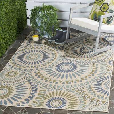 Caroline Indoor/Outdoor Rug in Green Rug Size: Rectangle 5'3