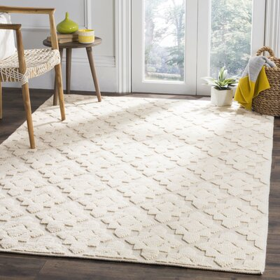 Xamiera Hand Tufted Wool Ivory Medallion Area Rug Rug Size: Rectangle 4 x 6