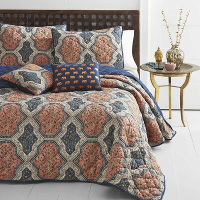 Evony Reversible Quilt Set Size: King