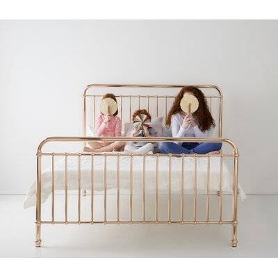 Eden Platform Bed Size: Queen