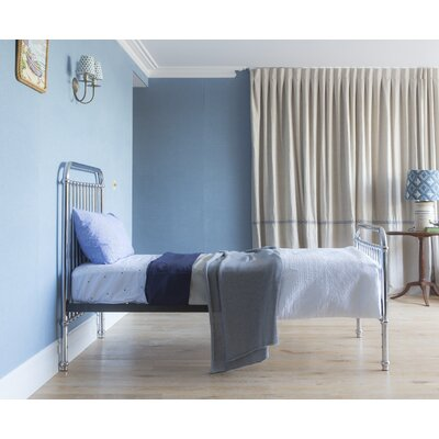 Thomas Platform Bed Size: Twin
