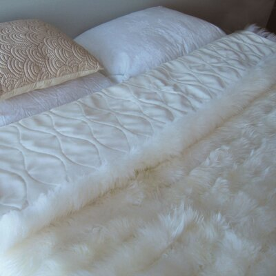 Bowron Accessories Lambskin Minx Wool Throw Color: White