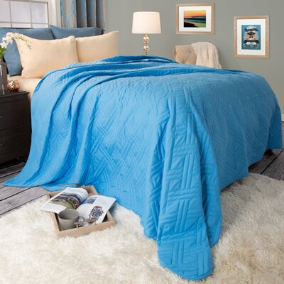 Summer Quilted Blanket Color: Blue, Size: King