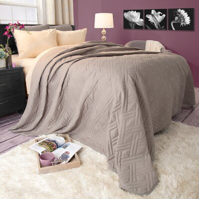 Summer Quilted Blanket Color: Silver, Size: King
