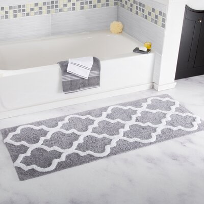 Long Trellis Bath Rug Color: Silver