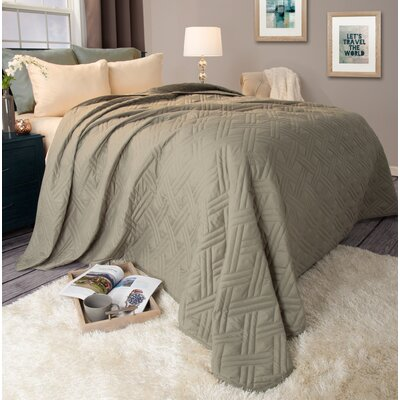 Bed Quilt Color: Green, Size: Twin