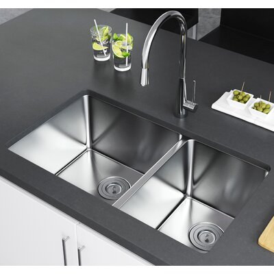 33 x 20 Double Bowl Undermount Kitchen Sink with Strainer