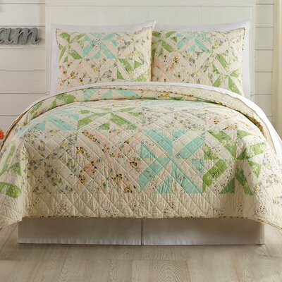 Cascade Quilt by Bonnie Christine Size: King