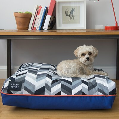 Geo Chevron Dog Pillow Size: Small (27 L x 21 W), Color: Salt/Pepper