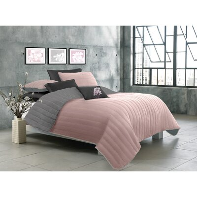 Jennie Reversible Quilt Set Color: Black, Size: Twin
