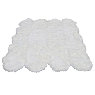 KeAndre Soft and Plush Pelt Shag Faux Sheepskin White Area Rug
