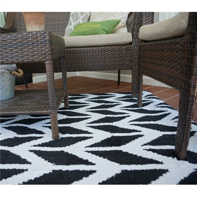 Quint Broken Arrow Black/White Area Rug