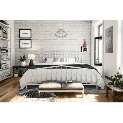 Bushwick Platform Bed Size: Queen, Color: White