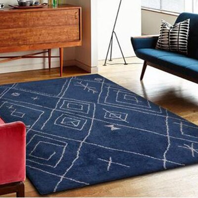 Dowland Hand-Tufted Blue/White Indoor Area Rug Rug Size: Rectangle 76 x 103