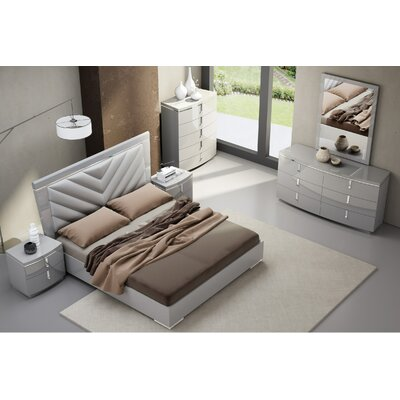 Delaine Platform Bed Size: King