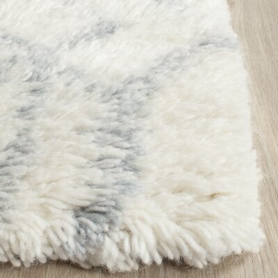 Camacho Hand-Tufted Ivory/Blue Area Rug Rug Size: Rectangle 5 x 8