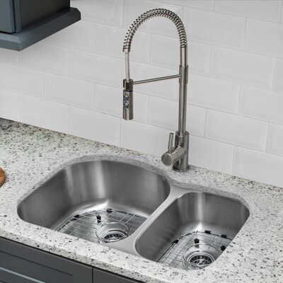 18 Gauge Stainless Steel 31.5 x 20.5 Double Basin Undermount Kitchen Sink with Pull Out Faucet and Soap Dispenser