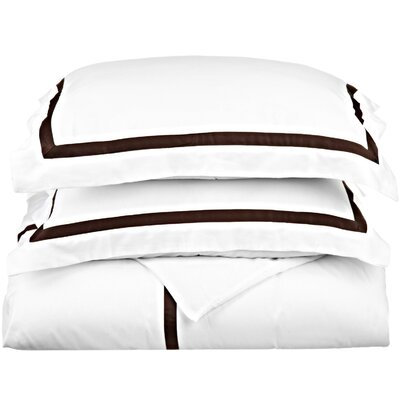 Hotel Reversible Duvet Cover Set Color: White / Chocolate, Size: King / California King