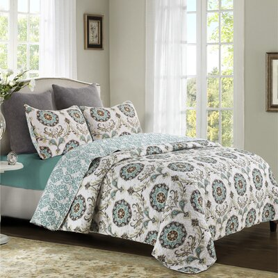 Aguirre Reversible Quilt Set Size: King