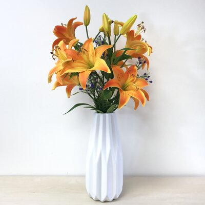 5 Headed Lilies Floral Arrangement EE16AF0665F748C1971780EC75971914