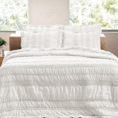 Tiana Reversible Quilt Set Color: White, Size: King