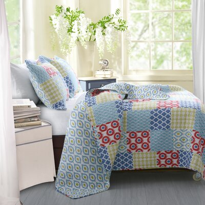 Kendall Reversible Quilt Set Size: King