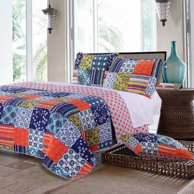 Arianna Reversible Quilt Set Size: King