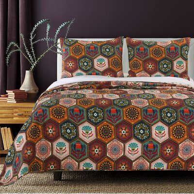 Annika Cotton Reversible Quilt Set Size: Twin