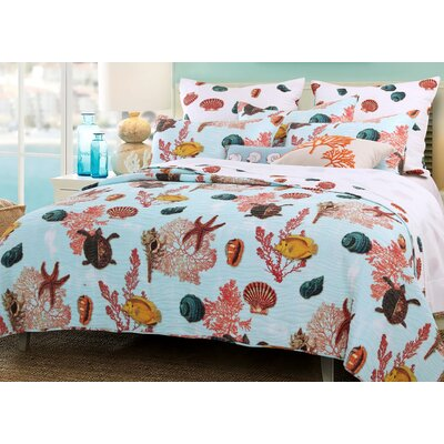 Big Island Reversible Quilt Set Size: Full/Queen