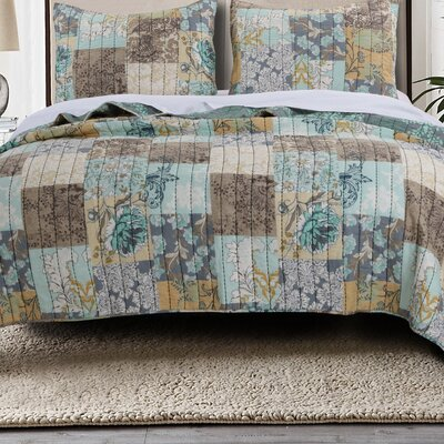 Elle Reversible Quilt Set Size: Twin