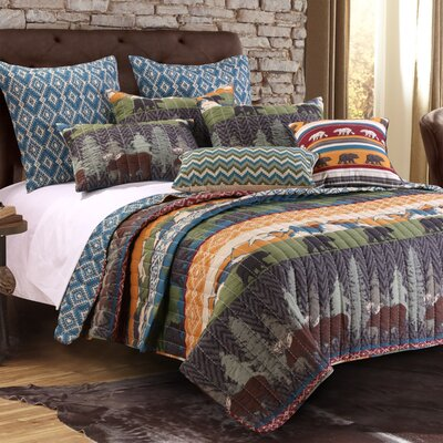 Black Bear Lodge Reversible Quilt Set Size: King