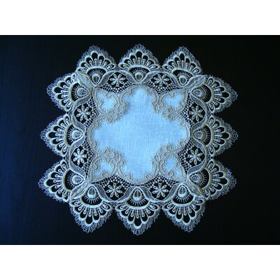ForestHills White Lace Placemat Color: Gold