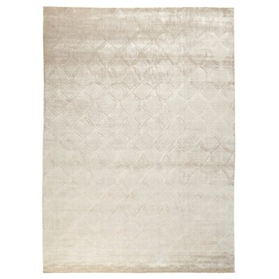 Smooch Carved Hand-Woven Silk Silver Area Rug