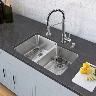 Edison Single Handle Pull-Down Spray Kitchen Faucet Finish: Stainless Steel