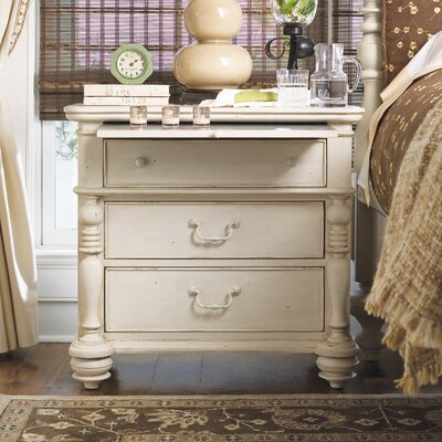 Savannah 3 Drawer Bachelors Chest Finish: Linen