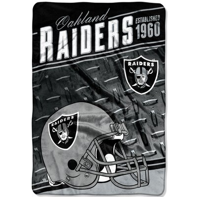 NFL Raiders Stagger Throw
