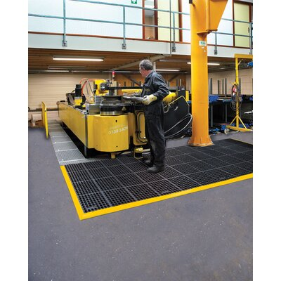 "Safety Stance 4-Side Utility Mat Color: Yellow/Black, Size: Square 3'2"" x 3'2"" 549S4040YB"