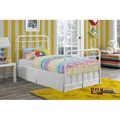 Daria Platform Bed Size: Twin, Color: White