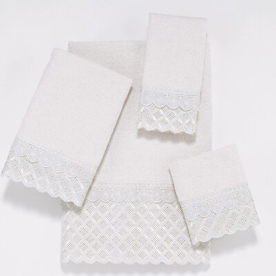 Eyelet Scallop 4 Piece Towel Set Color: White