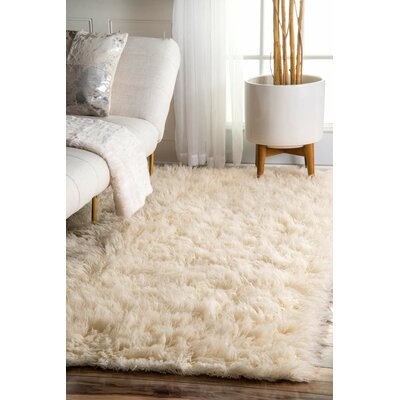 Sellner Plush Hand-Woven Wool Area Rug Rug Size: Rectangle 4 x 6
