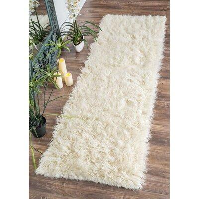 Sellner Plush Hand-Woven Wool Area Rug Rug Size: Runner 26 x 12