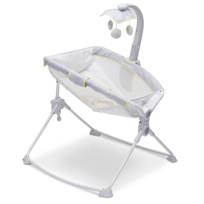 Disney Winnie the Pooh Deluxe 3-in-1 Activity Bassinet 27404_758