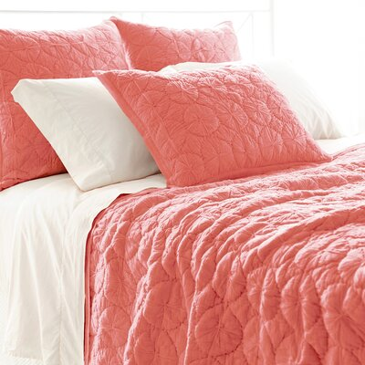 Marina Quilt Color: Coral, Size: King